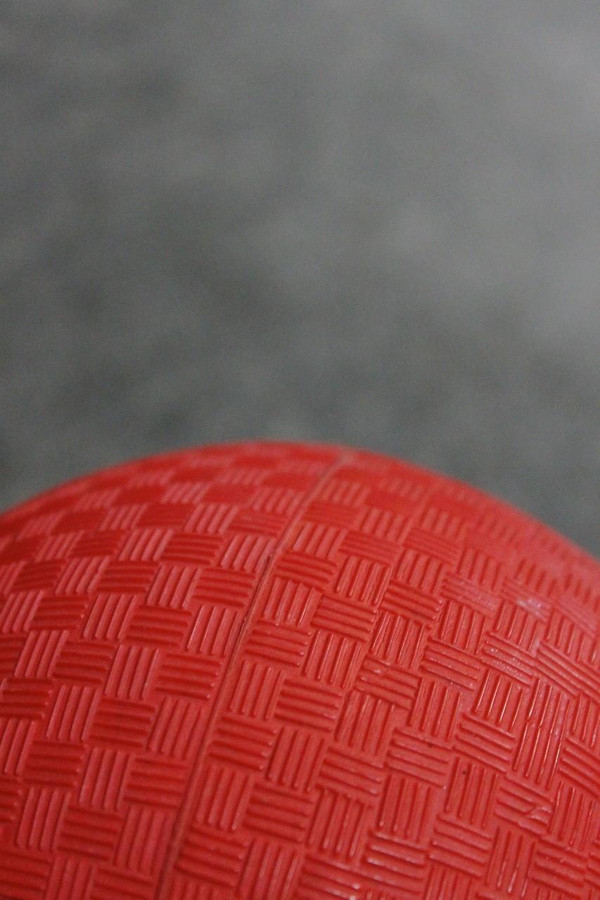 ドッジボールは「イジメを助長する」? 教育現場から追放すべきか否かで大激論