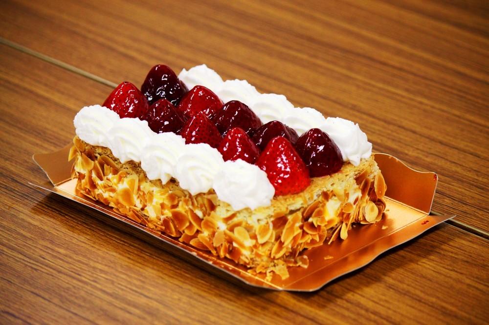 さらば、銀座「マキシム・ド・パリ」 「苺のミルフィーユ」求め、ケーキショップに大行列