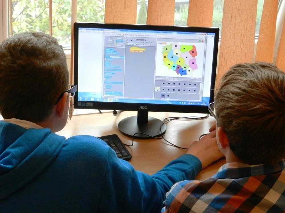 小学生の習い事に「プログラミング」は当たり前 専門塾に加え、進学塾も子どもの囲い込みに動く
