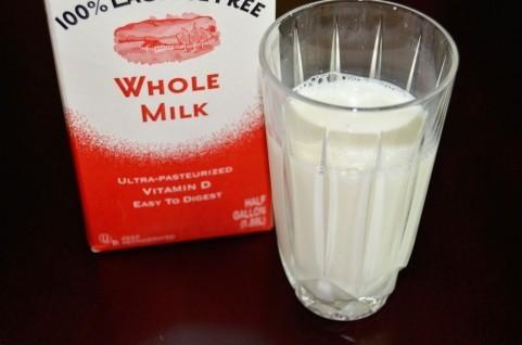 松嶋尚美の「牛乳有害」発言に批判相次ぐ 専門家も「科学的根拠に基づかない」とばっさり