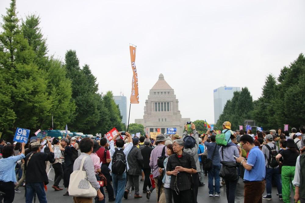主催者発表12万人なのに警察調べ3万人 デモ参加者数、なぜこんなに違うのか