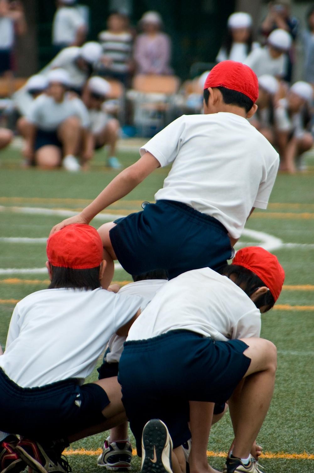 組体操「ピラミッド」や「タワー」は危険! 子どもも先生もケガで自治体ようやく規制に動く