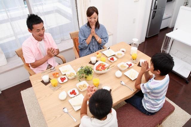 家族全員で朝食を囲む日が来るか(写真はイメージ。キヨシさん一家ではありません)
