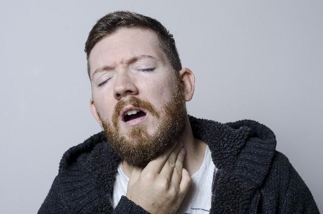 「風邪かな」と侮ると声を失う恐れも 声のかすれが2週間続いたら要注意
