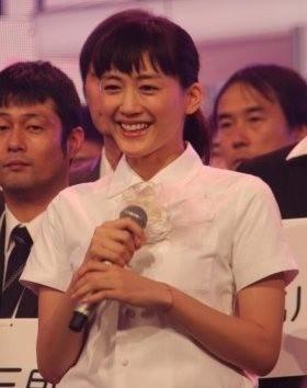 綾瀬はるかに2度目の「紅白司会」決定報道 ハプニング連発の過去に「怖いもの見たさ」期待?