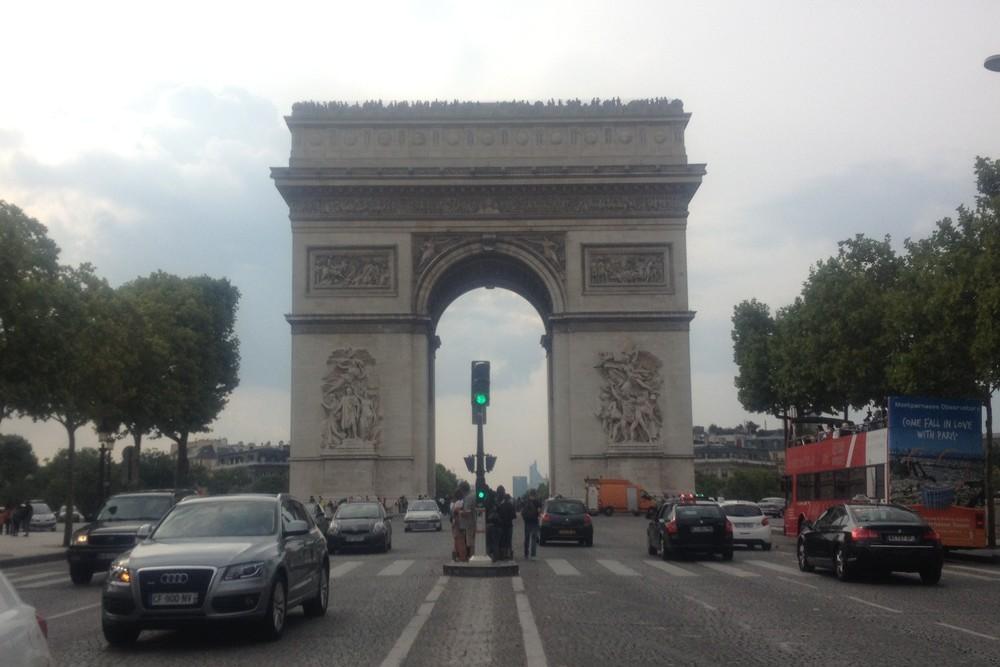 キャンセル続出のパリ便 年明けには運賃も下がる?