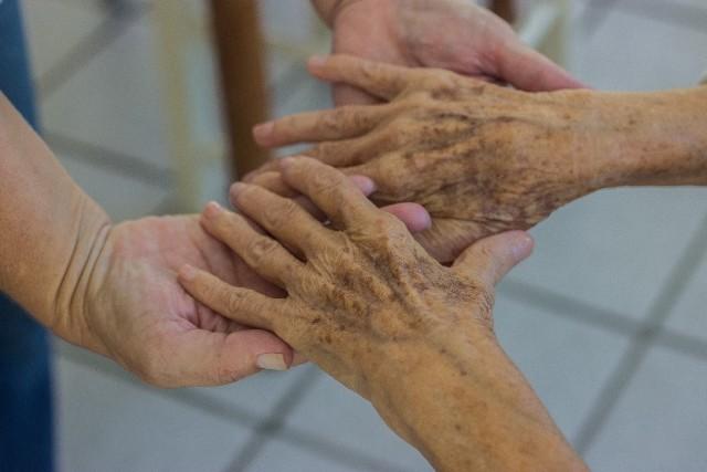 感情をコントロールできない高齢者 暴言に暴力、原因は脳の老化にあり