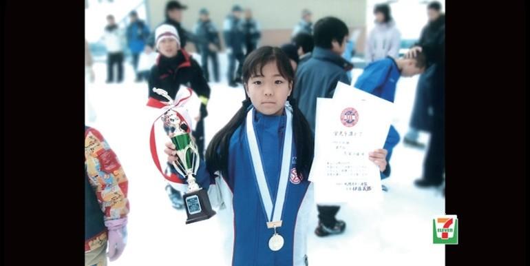 CMでは高梨選手が幼少期の大会で優勝した当時の写真も(写真は、セブン&アイ・ホールディングス提供)