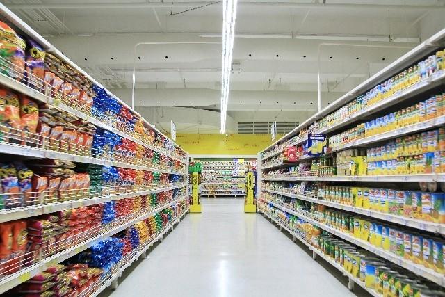 日本にも「賞味期限切れ」食品の格安店あった!「食品ロス」の切り札が広まらない理由とは