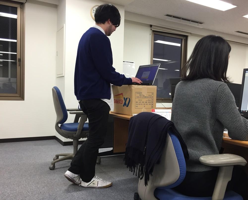 スタンディング・デスク(立ち机) グーグルも推奨「立ったまま仕事」 足腰が鍛えられて姿勢も良くなる