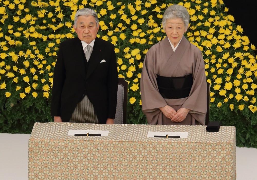 天皇陛下、インフルでも「体調次第でご公務」にネット反響 年間休日は「82日」しかない