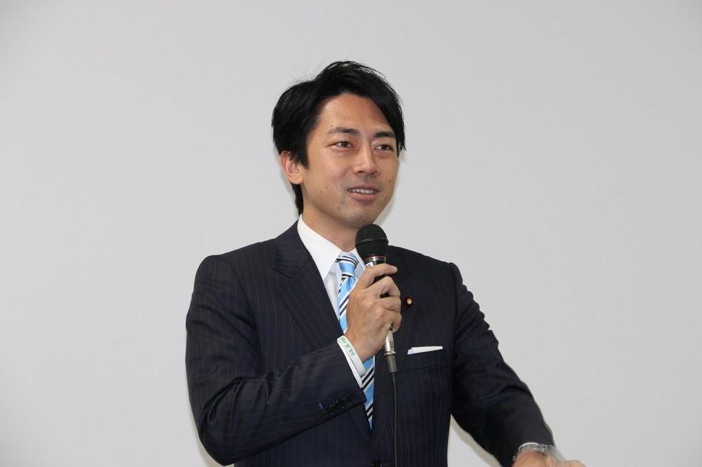自民党若手議員の中でも人気の小泉進次郎氏(2015年9月撮影)