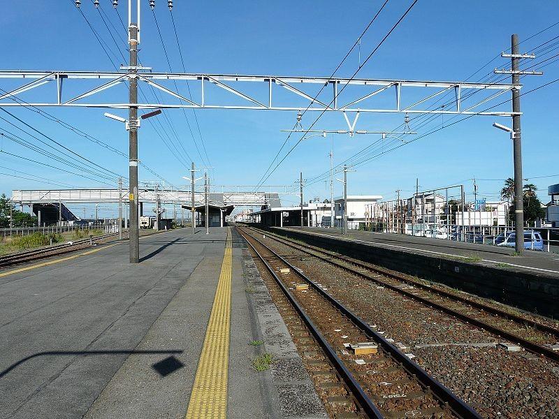 撮り鉄、東海道線内の植込み刈る写真 「告発」投稿で非難合戦
