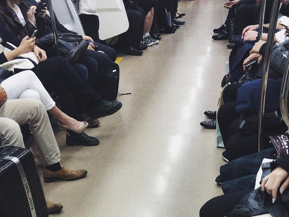 電車に折り畳み椅子持ち込み座る これってアリ?