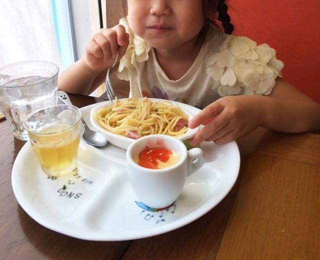 野菜いらない、唐揚げムシャムシャ 2歳児の「超偏食」親はヤキモキ
