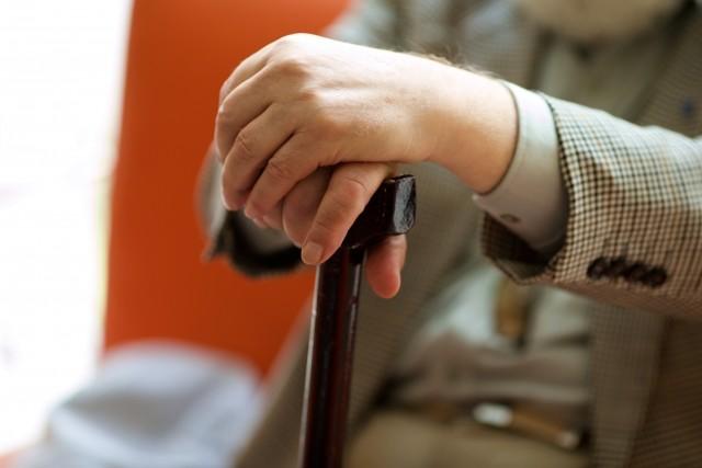 87歳女性に白昼、公然わいせつ 75歳男が「ムラッとした」動機