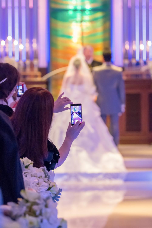 結婚式で「友人が少ないと思われたくない」 業者にスタッフ派遣を依頼する若者たち