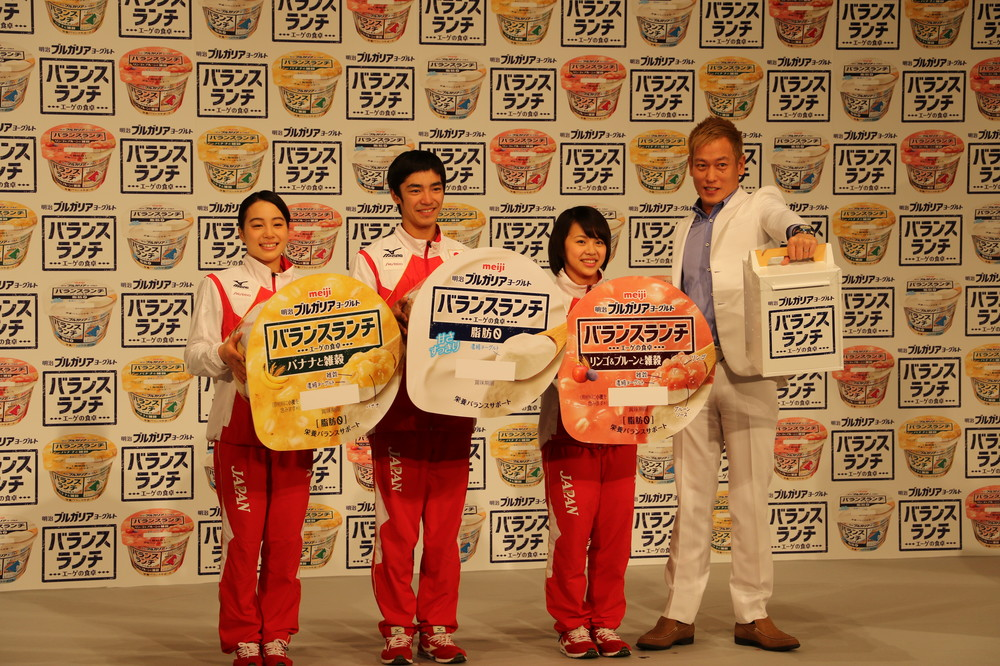 体操女子の村上茉愛、笹田夏実らも登場し対決を盛り上げた