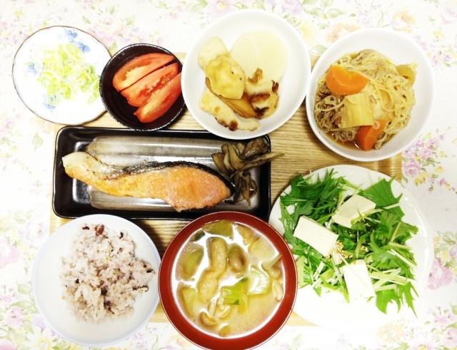 朝はガッツリ、夜は軽めが健康的  「時間栄養学」で知る理想の食事