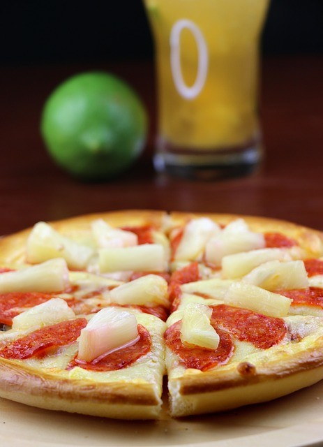 米国風「酢豚にパイナップル論争」 アツアツのピザに載せたくない人