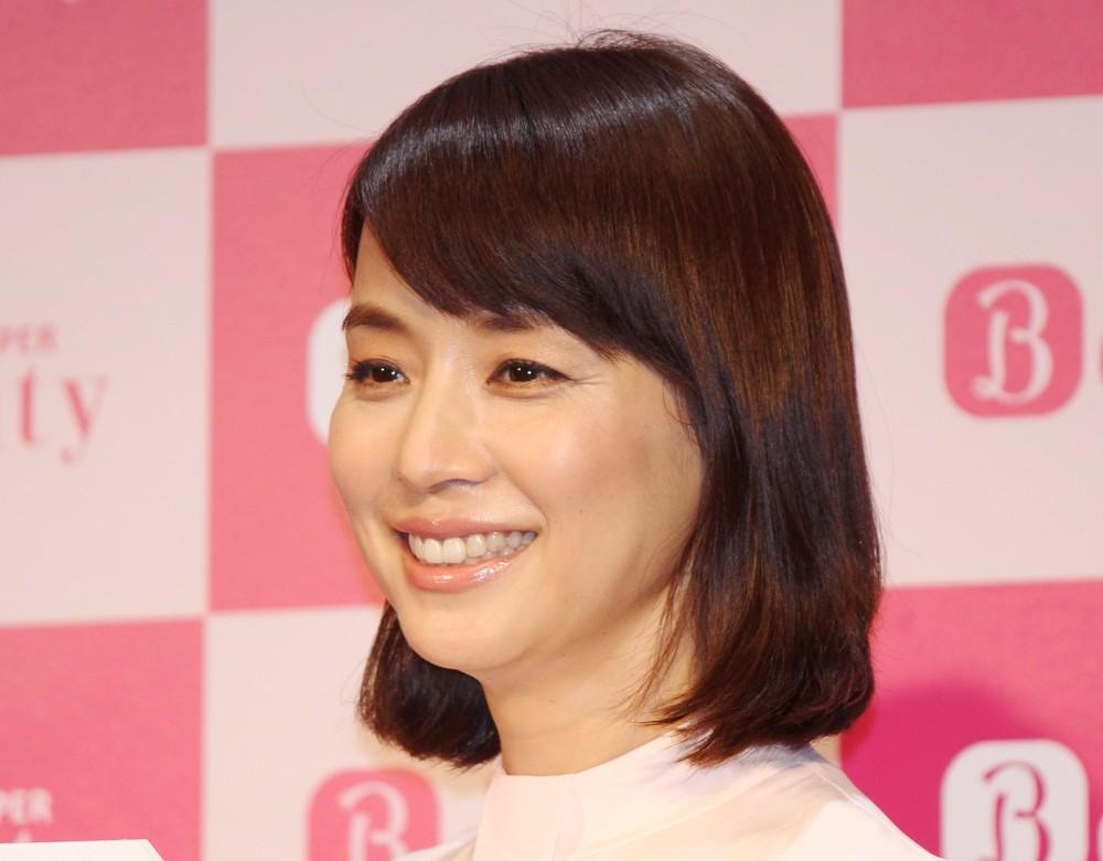 石田ゆり子インスタに妹ひかり降臨 猫との会話に虜になる人続出