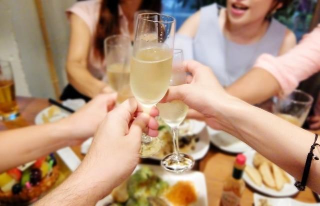ほどほどの酒ならやっぱり長生き!? ビッグデータで「健康論争」に決着