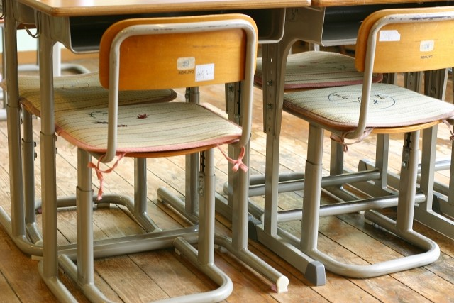 学校でのアレルギー児童対応事例集が改訂 給食時以外にも思わぬヒヤリ・ハット