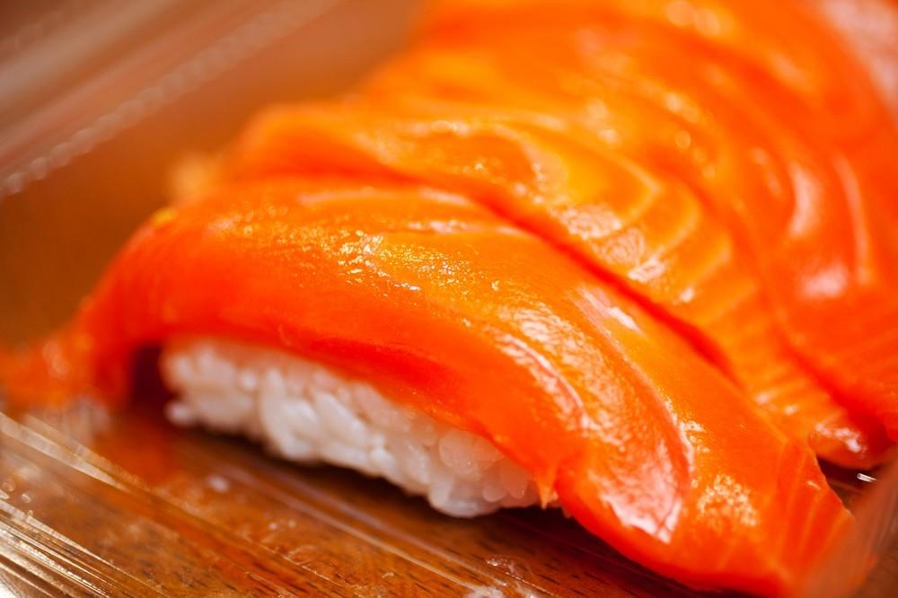 サーモンを出す「本格寿司店」増加中 回転寿司の枠超える人気ぶり