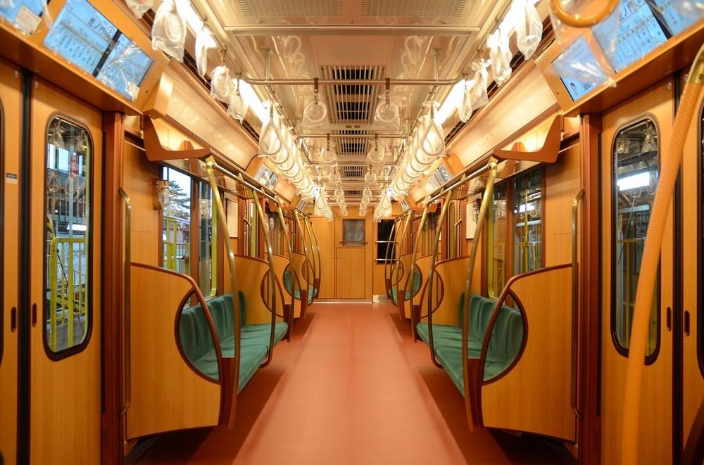 東京メトロ・銀座線「阪急電車にそっくり」 関西人、木目調内装に大歓喜