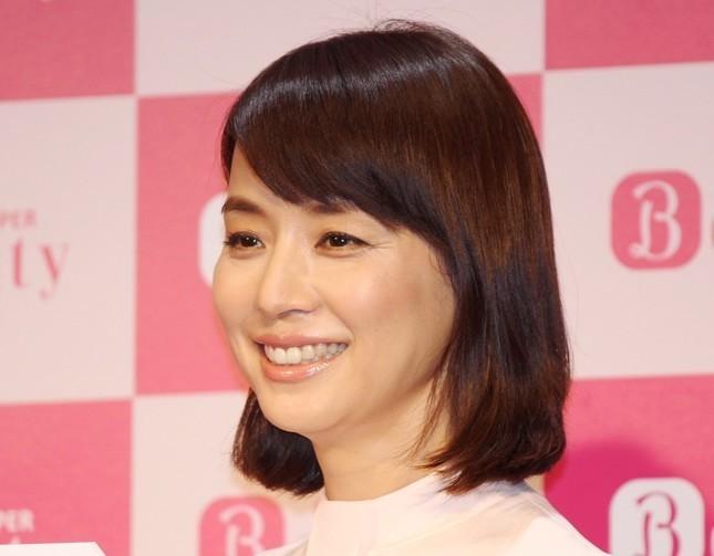 石田ゆり子&天海祐希、可愛さ全開 「2人が独身なんて世の男達、マジで何やってんの」