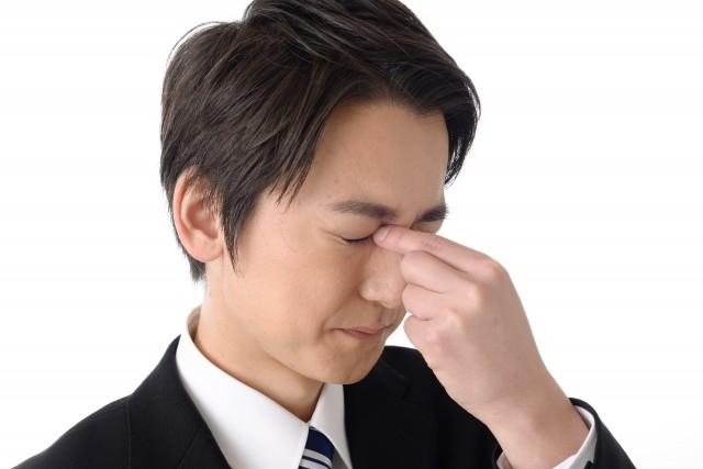 老眼のせいだけではない40代の目の不調 8割の人にある「斜めに見る」クセとは?