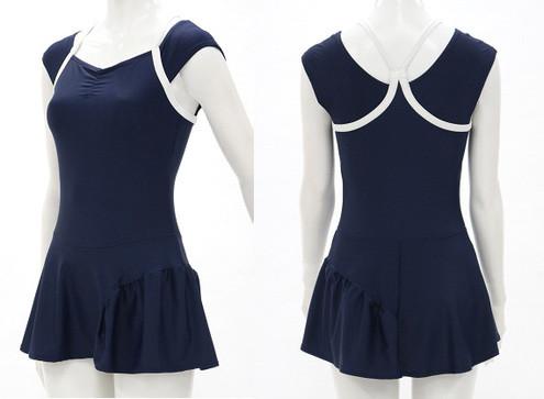 ポッチャリ大人女子にスクール水着が人気 体型をカバー、スカートで小尻+足長効果