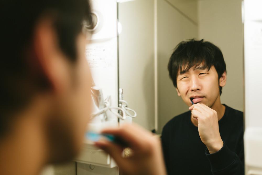 歯の手入れを怠ると認知症の恐れ 歯間ブラシとデンタルフロスで防げ