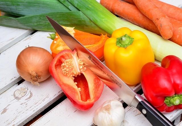 野菜をたくさん食べさせるには 「健康成分表示」よりも「おしゃれな名前」