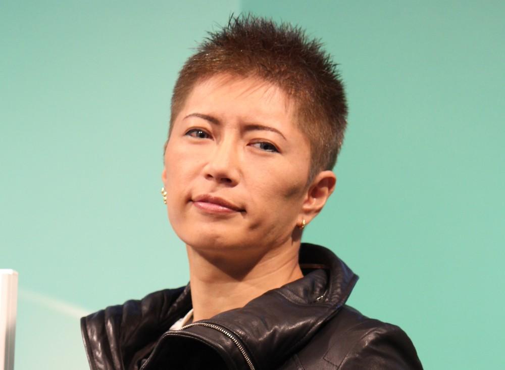 綾野剛、GACKTへの誕生日プレゼントは「テキーラ3本」 「だから剛ちゃん...、死ぬって...」