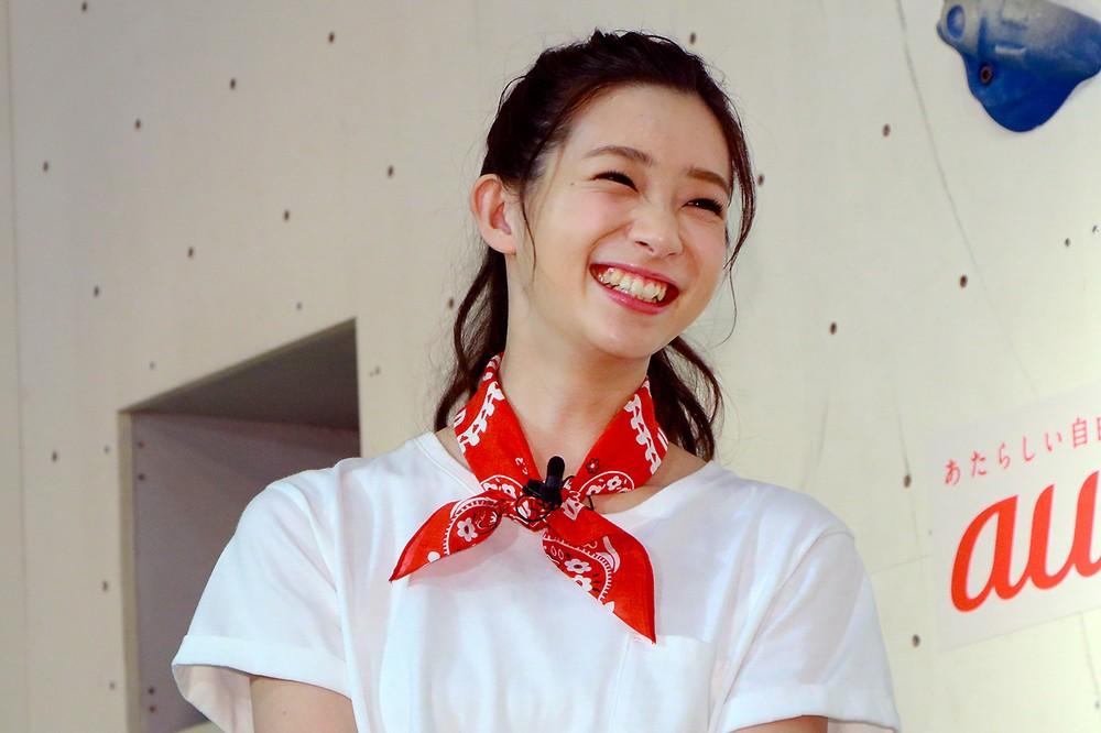 「顔のサイズ」違いすぎ! 横澤夏子、足立梨花との2ショットに「遠近法ですよね?」