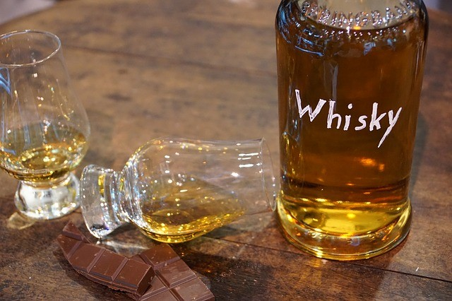 ウイスキーの味わい深さ 「水で希釈」に理由あり