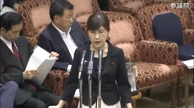 稲田前大臣、離任式前に髪バッサリ 「1人だけさっぱり」「禊?」「失恋?」