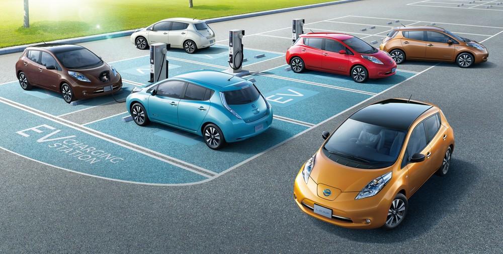 マンションや商業施設の駐車場に充電スポットが設置されるケースも増えている