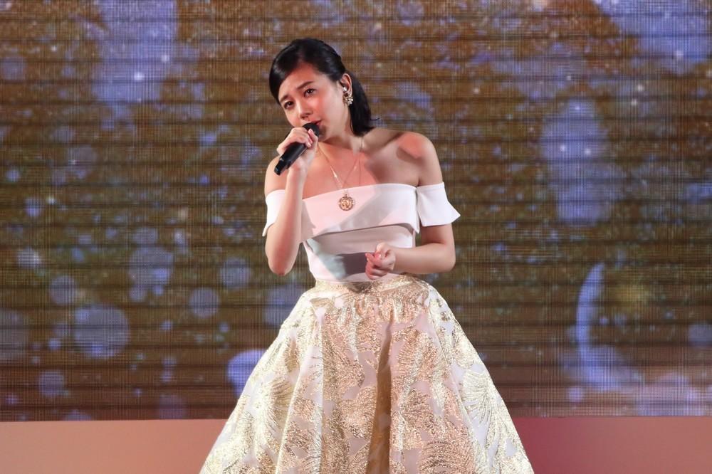 東京ドームで教団系の映画「さらば青春、されど青春。」主題歌を披露する清水富美加さん