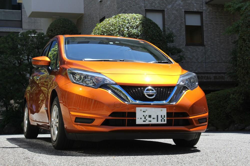 日産「ノートe-POWER」。充電不要で、エンジンで発電した電気だけを使って100%電気モーター走行ができる、電気自動車ならではの新しい走行感覚が特徴だ。