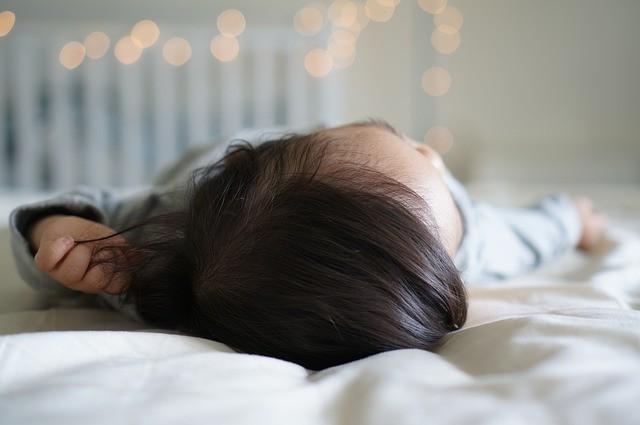 赤ちゃんは両親と別室で寝るほうが健康に良い? 世界6か国で調査してみると...