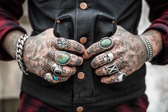 未成年のタトゥーやピアスの影響は? ケロイド化リスクが高い、米学会