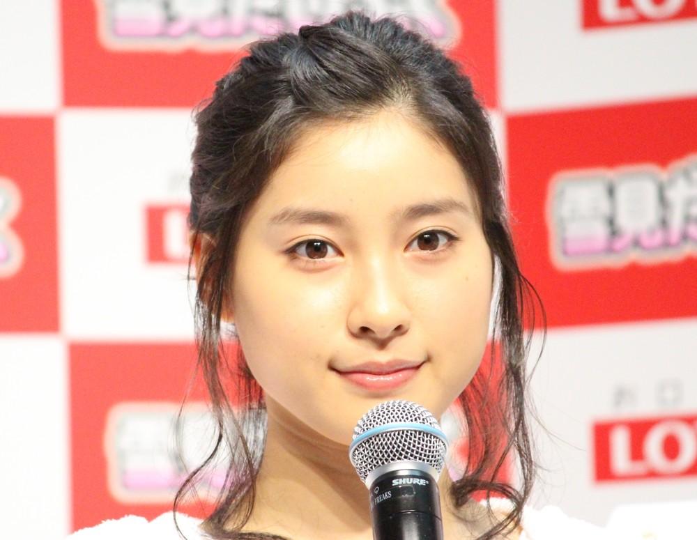 土屋太鳳、19歳「ショートボブ」 「懐かしい髪型 可愛いね」「切ったのかとびっくり!」