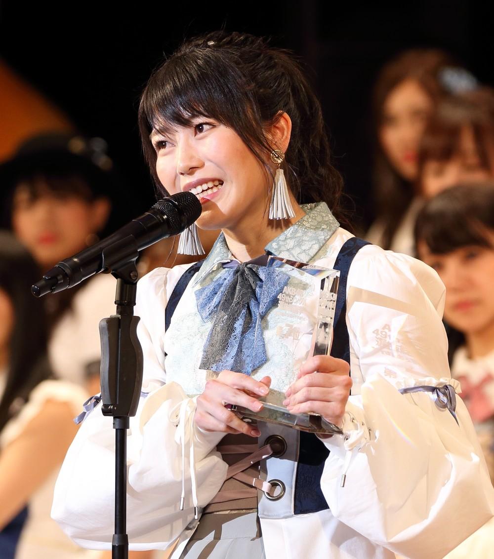 横山由依、3歳のアイドル・オーラ 「超絶美少女」写真を公開