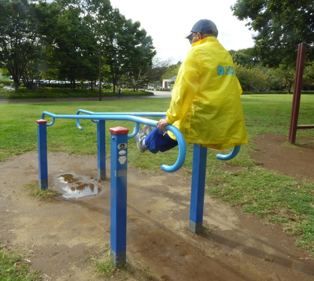 「青空スポーツジム」公園に行こう! 中高年用「健康遊具」を試してみた