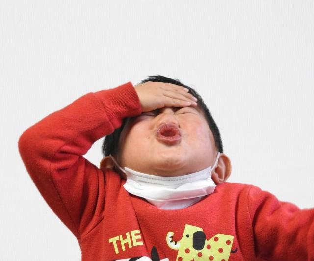 インフルの「異常行動」で子供の転落死続出 「玄関や窓に施錠を!」厚労省が注意呼びかけ