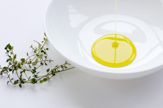 みそ汁に、ヨーグルトにタラリ ご長寿さんの健康の秘けつは「油の摂り方」