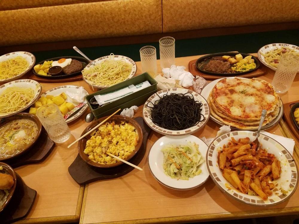 YouTuber集団がサイゼリヤで「大量食べ残し」 居合わせた人が怒りの告発