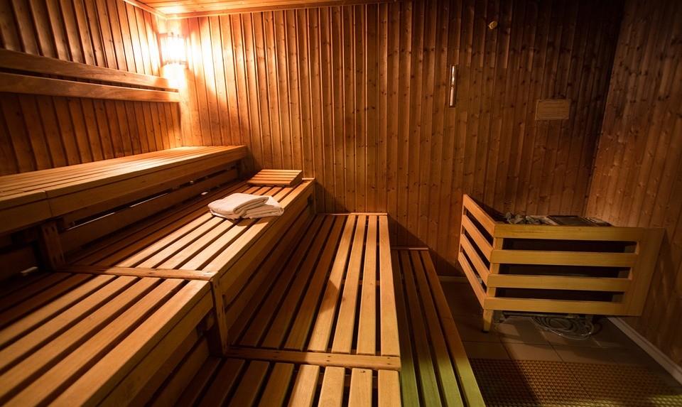 仰天、サウナが高血圧と認知症を防ぐ! 発祥地北欧の研究、それなら日本の温泉は?